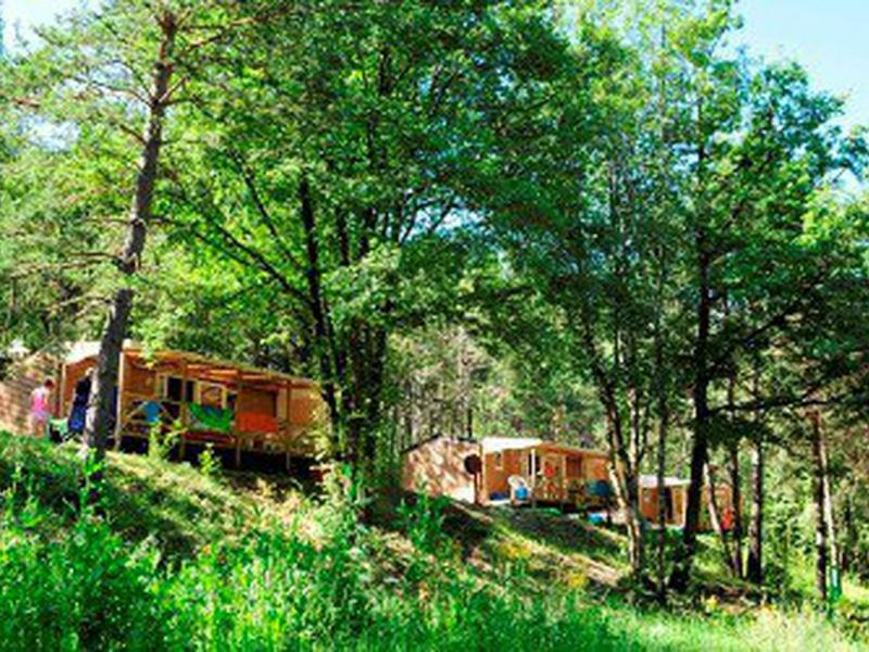 Camping du lac serre pon on in saint vincent les forts - Camping lac serre poncon piscine ...